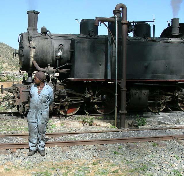 131_eritrea-ferrovia-locomotiva