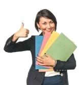 7760964-giovane-donna-in-carriera-con-le-cartelle-di-carta