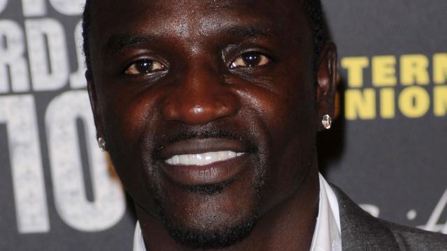 Akon-moet-5000-dollar-per-maand-alimentatie-betalen